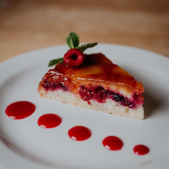 Ананасовый тарт с ягодами